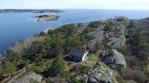 TIL SALGS: Fugløya mellom Langesund og Helgeroa er til salgs.