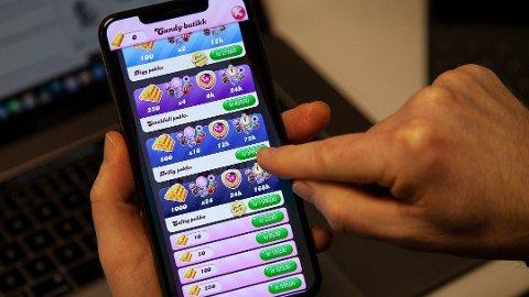 Candy Crush er det mest populære gratisspillet på mobilen ifølge en ny undersøkelse. Men at noe er gratis å laste ned, betyr ikke at det ikke er et kjøpspress. Foto: Magnus Blaker (Mediehuset Nettavisen)