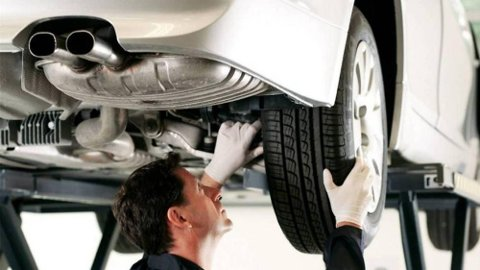 700.000 biler ble underkjent på første EU-kontroll i fjor. Feil på bremsene er den største årsaken her.