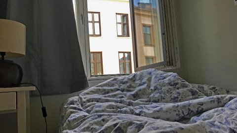 SOVER DU MED VINDUET ÅPENT? - Jeg tror du generelt kan si at fra fjerde etasje og oppover kan du sove trygt med vinduet åpent, men i første, andre og tredje etasje, kan det være behov for å holde vinduet lukket også om natten, sier seniorforsker Dag Tønnesen i Norsk institutt for luftforskning (NILU) til Nettavisen. Foto: Kjersti Westeng (Nettavisen)