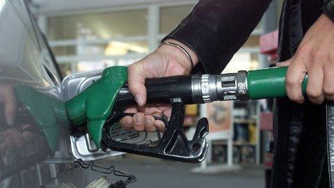 PRISEN STIGER: I dag settes pumpeprisen opp med 25-30 øre. Den kan fort nærme seg rekordnivå. Foto: Lise Åserud / SCANPIX