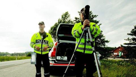 Flere har blitt tatt for ulovlig mobilbruk så langt i år, selv om det har blitt innført prikker i førerkortet i tillegg til forenklet forelegg. Foto: Scanpix.