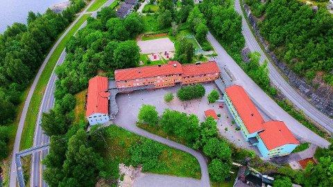 I KARANTENE: Et klassetrinn på Klevstrand skole er satt i karantene. Foto: Alexander Brubakken.