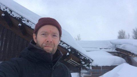 VÆRFAST: Ørjan Haaland og familien kommer seg ikke hjem på grunn av uværet på fjellet. Foto:Privat