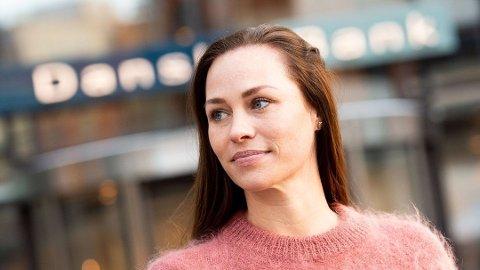 VÆR BEVISST: Forbrukerøkonom Cecilie Tvetenstrand i Danske Bank oppfordrer nordmenn til å være bevisste på eget forbruk i de urolige tidene vi er inne i, men lev ellers så normalt som mulig. Foto:Danske Bank