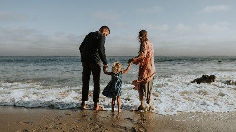 PENGER Å SPARE: Med ett barn kan man få inntil 40.000 kroner i foreldrefradrag. Foto: (Pexels.com)