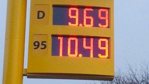 IKKE SIDEN 2005: Det er 15 år siden prisen på diesel var like lav som på denne Uno X-stasjonen i Namsos mandag morgen.Foto: privat