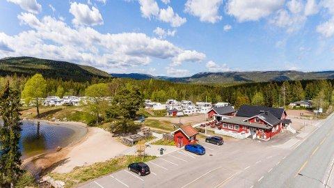 FOR SALG: Solvika camping ved Heivannet i Siljan er nå lagt ut for salg med en prisantydning på 7.5 millioner kroner. Foto: Privatmegleren Kvelland og Partnere