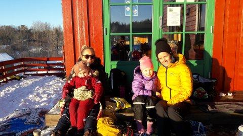 ANDRE AKETUREN I ÅR: Renate Borge (venstre) og Beate Bergerud (høyre) med deres respektive barn.