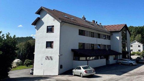 GOD RESPONS: Næringsmegler, Bjørn Even Sørhaug, forteller at det har vært god respons på salget av Norsjø Hotell på Akkerhaugen.