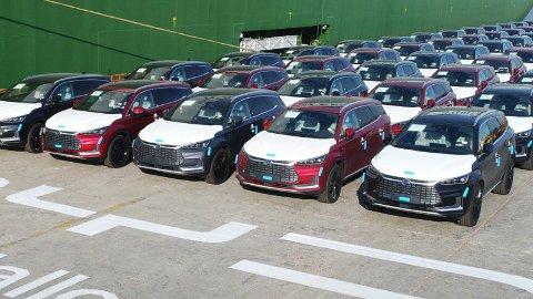 Nylig lanserte BYD Tang er en av elbilene som med hårfin margin går under den nye momsgrensen for elbiler: Den har nemlig startpris på 599.000 kroner.