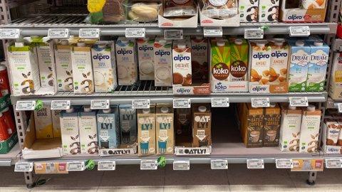 DYRT: For varianter av havremelk kan forbrukere oppleve en prisforskjell på 66 prosent fra den vanlige kumelken. Foto: Halvor Ripegutu.
