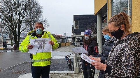 SNAR BYGGESTART: Øystein Jonhaugen, byggeleder, Team utbygging Bypakke Grenland i Vestfold og Telemark fylkeskommune orienterer næringslivet om planene framover for utbygging av Franklintorget.