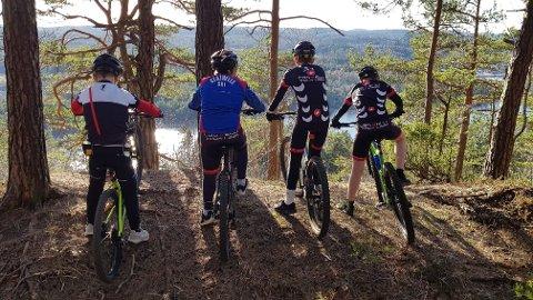 SYKKEGLEDE: Tore Halvorsen og resten av gjengen i Stathelle Sykkelklubb gleder seg til å gå i gang i fantastiske omgivelser etter påske.