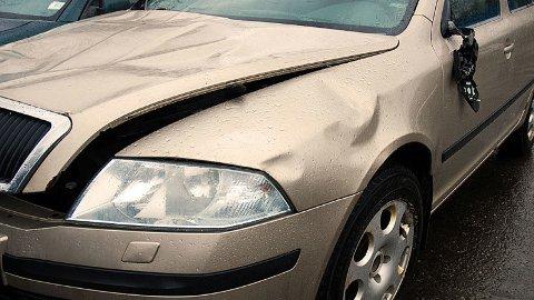 Det er ofte fristende å si ja når noen spør om å få låne bilen. Men hva om uhellet er ute? Da kan det være greit å ha avklart ansvar og betaling i forkant.