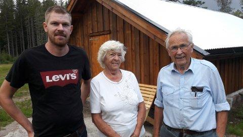 101 ÅR GAMMEL SETER: Tor Even Aspheim (31) har restaurert den gamle seterbua. Det er besteforeldrene, Tordis (85) og Arne Bjørn Aspheim (87) veldig takknemlige for.