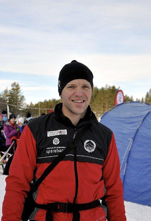 Ikke krise: Håkon Engstu forteller om en god stemning i skiskytterleiren.