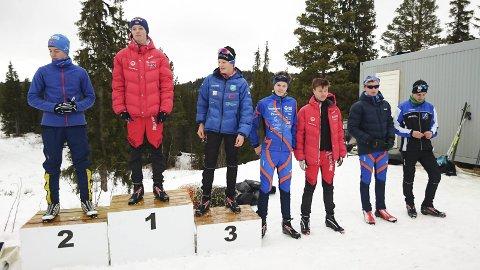 God åpning: Sander Steinmoen har fått en god start på årets skiskyttersesong. 16-åringen vant kretsens åpningsrenn (bildet) og ble nummer ni i to renn på Geilo. Sammen med Even Uhlin-Engstu (nummer fem fra venstre) satser de to stadig hardere på skiskyting. (Foto: Håkon Engstu)