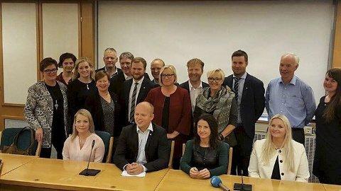 GRUPPEMØTE: Åslaug Sem-Jacobsen (foran t.h) under sin første dag på Stortinget. (pressefoto)