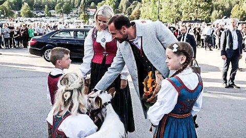 Kristine  og Eirik Bergland Mælandsmo fra Heddal var blomsterbarn for kronprinsparet på Dyrsku'n 2016. Nå kommer paret også til Hydroparken på Notodden for å se verdensarven.