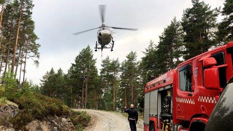 Brannhelikpoter ankom Elgsjø ved 18-tiden. Skogbrann syd for Elgsjø og mellom Breiset.
