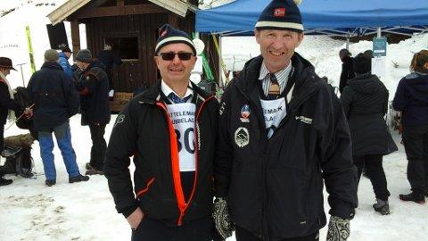 GUBBER: Ikke to gretne gubber, men to gubber som deltok i gubberennet i Hjartdal. Harald Særsland (t.v) og Jon Bekkhus.