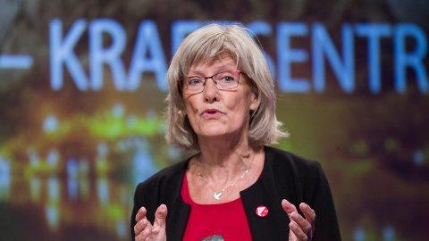 IKKE LETTERE: - Vi kan ikke gi oss selv om Torbjørn Røe Isaksen har sagt at trepartiregjeringen skal styre etter Granavolden-erklæringen og stramme enda mer til. Yared-saken og lignende saker må få en løsning, sier Karin Andersen.