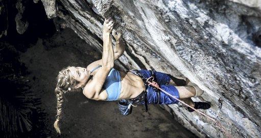 Rannveig Aamodt på klatretur i Thailand, åtte måneder etter ulykken. Hun setter ny personlig rekord på ruta Art and Sport 8a+. Foto: Nathan Welton
