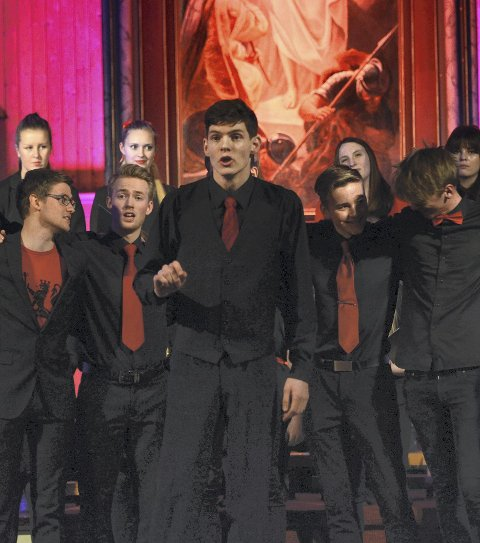 Hvit jul: Sindre Ohrvik Hopland og resten av karene i koret synger om en hvit jul.