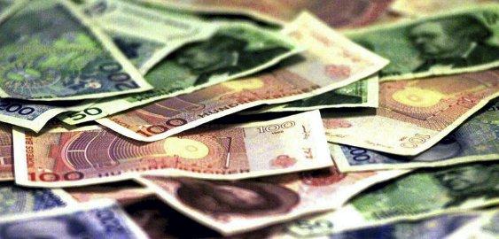 Kroner én, kroner to ...: Det er store gebyrforskjeller for valutauttak.