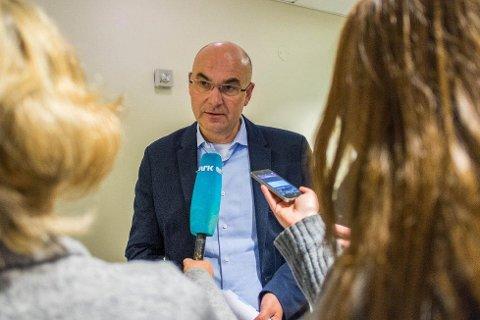Konstituert direktør Dag Hårstad i Helse Møre og Romsdal gir seg selv frist til 1. april med å legge fram en overordnet plan for omstilling av det økonomisk hardt prøvde helseforetaket.