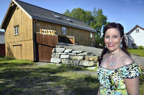 Joda, rindalinger er attraktive, og i Rindal har vi det kjempebra, sier kunstner Inga Dalsegg. - Uten en positiv kommune hadde jeg for eksempel ikke satset og bygd eget atelier i bygda.