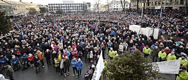10.000 mennesker var søndag 14. desember samlet til protest mot kuppingen av sykehusprosessen.
