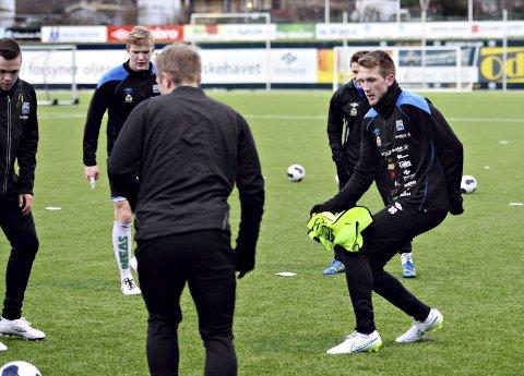 Alexander Hovdevik (til høyre) skal trene med KBK de neste dagene.