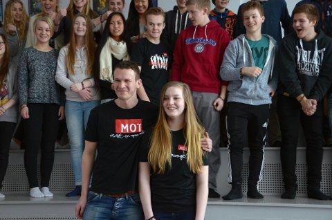 Vant: Jo Trønsdal Bævre fra MOT i Trondheim kom med den gledelige nyheten av Ronja Dahl Holten fra Surnadal er en av fem i hele landet som er trukket ut som vinner av MOTs drømmestipend.