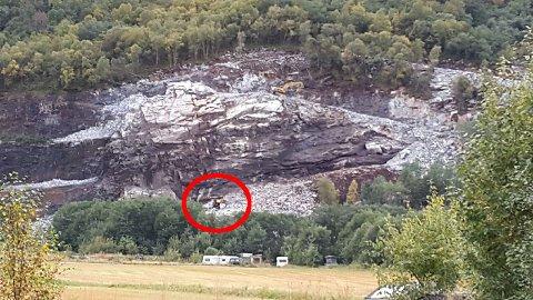 Det var i september 2015 at boreriggen falt 45 meter i dette steinbruddet i Sunndal.