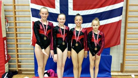 Emilie Solheim (fra venstre), Hermine Haugen, Linnea Kollstrøm og Susanne Hannaseth var med på nasjonal rekruttkonkurranse i Ålesund.