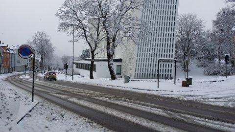 Lørdag morgen var det igjen hvitt i Kristiansund, som her ved Kirkelandet kirke.