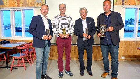 Vidar Kjønnø (fra venstre) fikk Fosnas ærespris, Atle Hannisdal var best i klassen med mellomstore båter og fikk Maxbopokalen, Ole Birger Giæver fikk Kristiansundspokalen for seier  i klassen med størst båter og Inge Hassel fikk Hovdenpokalen som beste båt i minste klassen. Alle foto: Rune Djuvsland