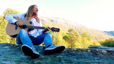Dag Runar Sylte har laga musikk til oldermor sine dikt.