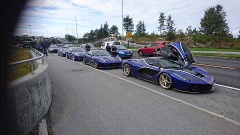 Fem superbiler, flere av type Ferrari ble kontrollert av politiet i Kristiansund, før de fikk kjøre videre.