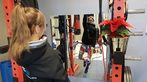 – Jeg pusher deg ut av komfortsonen i trygge omgivelser, sier personlig trener Annelin Yttersian.