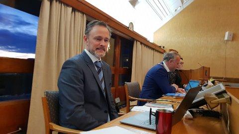 Rådmann Arne Ingebrigtsen holder fast ved tomta for Gomalandet skole som det beste alternativet for lokalisering av en sammenslått barneskole i Kristiansund.
