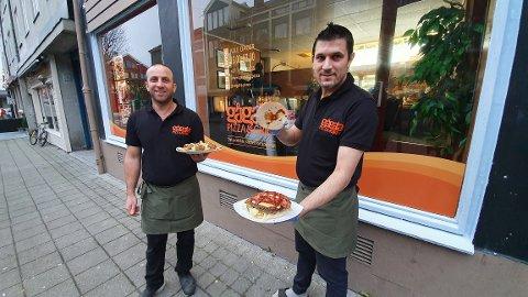 – Vi ville satse på noe nytt. Dette blir bra for Kristiansund sentrum, sier Mohammed Alqabb (til venstre) og Salman Ali.
