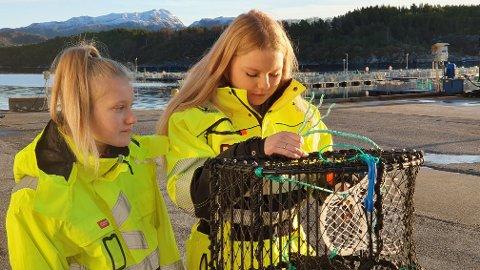 Trine Ormset (til venstre) og Lotta Stormyr planlegger karriere og familisering på Nordmøre. Da er det nye utdanningstilbudet til Kristiansund videregående midt i blinken, mener de to venninnene fra Aure.