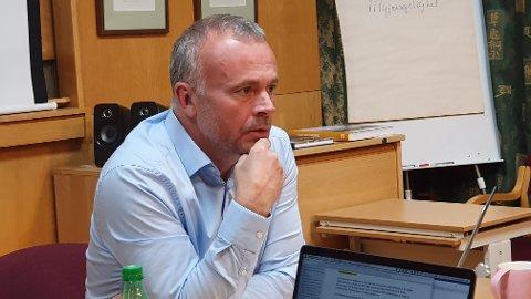 Kjell Neergaard, ordfører i Kristiansund og leder for arbeidsutvalget i Orkidé - Nordmøre Regionråd, beskriver prosessen med å se på fordeler og ulemper med å bli en del av Trøndelag som «krevende».