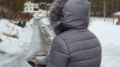 Avisbudet er fortsatt preget av opplevelsen hun fikk under sin natterunde for å levere til sine vanlige postkasser i Kristiansund kommune tidligere i vinter.