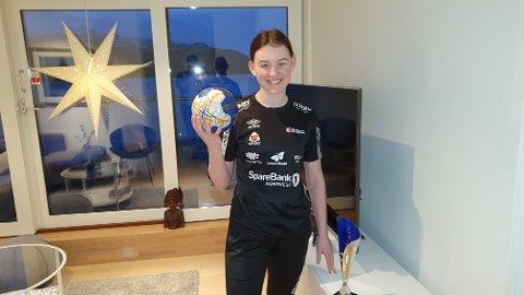 Kirstine Vold har lyst å se hvor god hun kan bli i håndball.