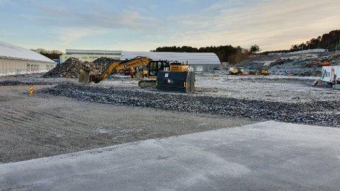 Mekvik Maskin er ferdig med masseutskifting og grunnarbeid. Nå er det klart for byggetrinn 2 på Atlanten stadion.