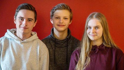 NESTEN: Erik Kårvatn (fra venstre), Amund Pihl Strand og Synnøve Aukan Meisingset svarte godt for seg under den første delfinalen i Klassequizen, men ble felt av regler som betydde at de tre beste lagene skulle kjempe om to finaleplasser.